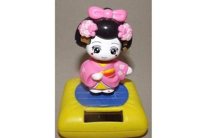 Wackelkopf Maiko pink (Asien) 1