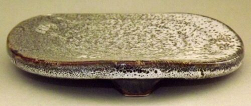 Keramik Teller-Platte auf 3 Füßen 13