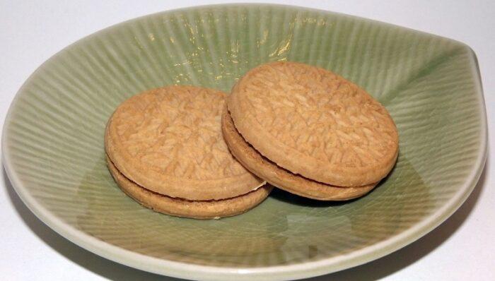 Maccha Sandwich Biscuit 87g Furuta 1